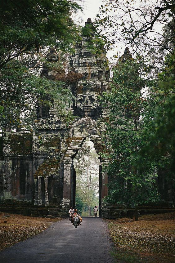 ✭ Visitors enter the Angkor Wat complex through a magnificent gate