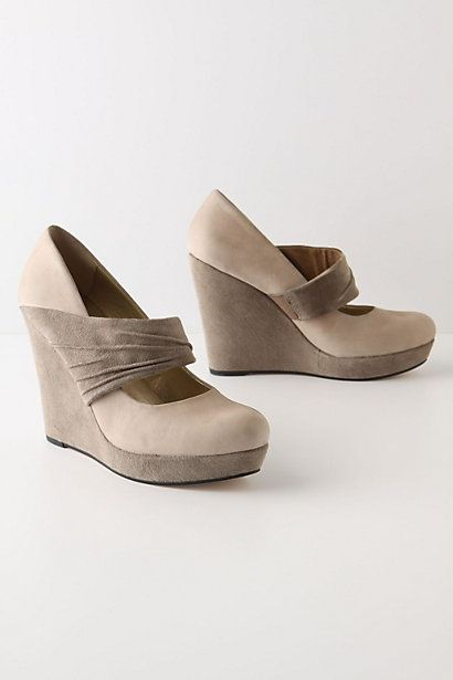 Wedge beige with gray.Suede Platfom