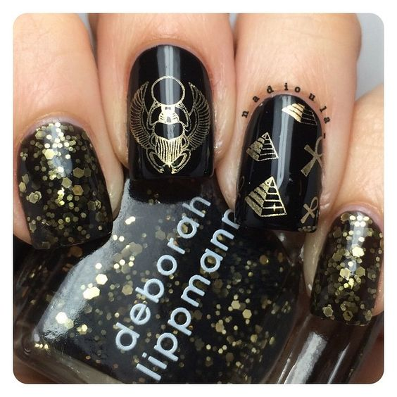 Black and gold Egyptian nails. Polished used: OPI Black Onyx stamped using Bundle Monster BM-405 and BM-612 in Maybelline Color Show Bold Gold. Glitter is Deborah Lippmann Cleopatra in New York.