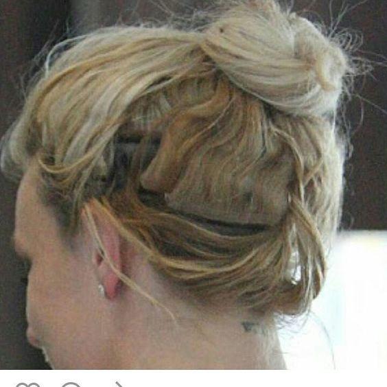 Alô Alô Produção Mais Uma que gasta um dinheiro para comprar o cabelo e erra na escolha do profissional! ... Um profissional não faz simplesmente o que o Cliente Quer... Mas sim ajuda o Cliente a escolher a melhor técnica para seu cabelo.... ... Mega Hair É ... Manutenção ... #economizoudemais #saiucaro #tafeio #naodeucerto  #naocombinou #cabelos #cursomegahair #errej #errejota #riodejaneiro #rioolimpico #olimpiadas #2016 #nanihairpluscopacabana #cursomegahair
