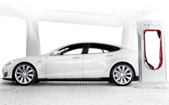 Tesla:quattro nuove stazioni di ricarica in Italia! La nota azienda di Elon Musk allarga la sua rete supercharger anche nel nostro paese: quattro nuove stazioni di ricarica sono state installate sul territorio italiano. Ora in totale sono dodici i sup #tesla #autoelettriche #teslamodel3