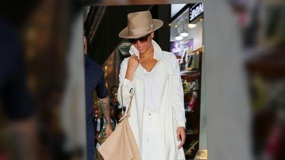 Beyoncé se luce en un traje monocromático blanco en Nueva York