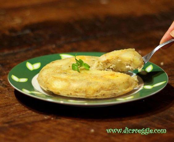 A tortilla é tradição na minha família e a opção vegana foi aprovada com louvor! ...E já que a receita foi modificada, aproveitei para trocar as batatas fritas por uma versão mais saudável