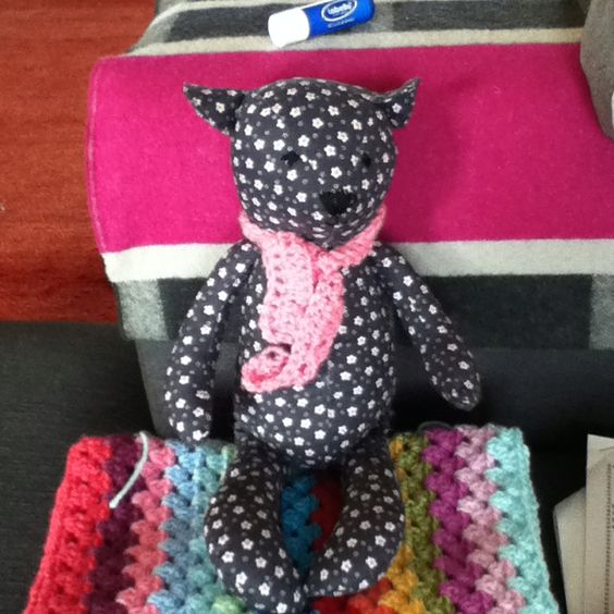 Ted bear from pattern by Mandy shaw of dandelion designs book called quilt yourself gorgeous