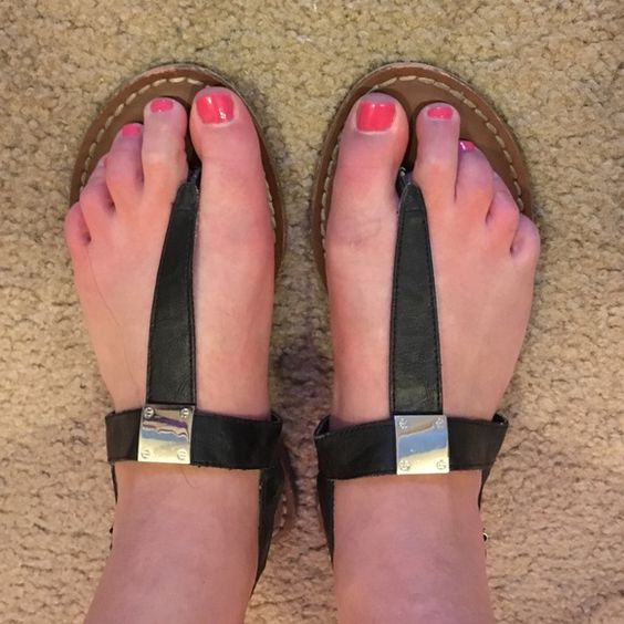 American Eagle black sandals 7 Black flat sandals Good condition padded bottoms American Eagle Outfitters Shoes Sandals