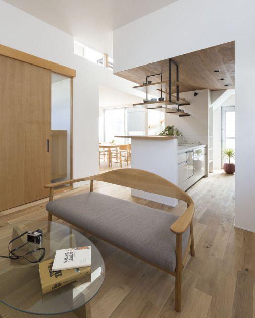 こだわりの家具や雑貨が映えるカフェのようなシンプルなデザイン 本