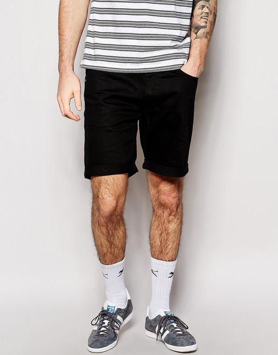 €75, Schwarze Shorts von Cheap Monday. Online-Shop: Asos. Klicken Sie hier für mehr Informationen: https://lookastic.com/men/shop_items/246552/redirect