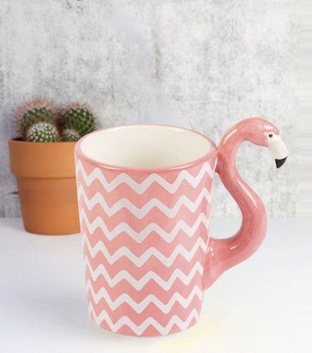 Achetez le mug flamant rose sur lavantgardiste et prenez des pauses café tropicales.