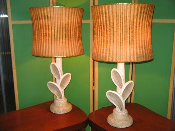 Really beautiful set of table lamps. Mid-century Leaf Pattern Chalkware Lamps.