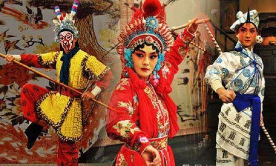 Chương trình biểu diễn hài kịch thường thấy trong lễ hội Vu Lan ở Singapore