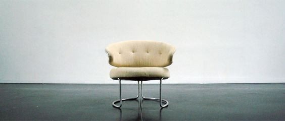 Grete Jalk, easy chair made of wool and aluminium frame. The chair was produced for only four years sinds 1967. That year it was first showed at the furniture fair of Copenhagen. Fritz Hansen production.
