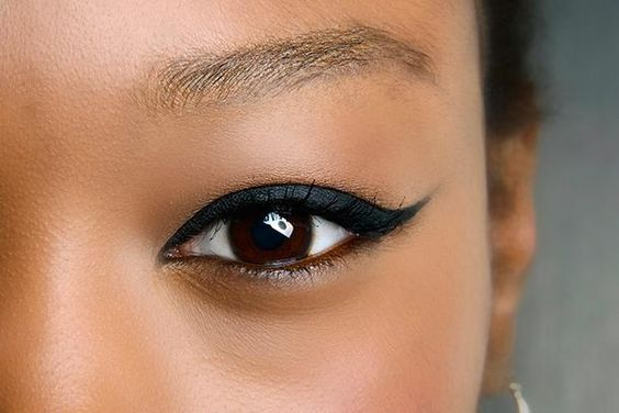 7 Easy Eyeliner Ideas Every Girl Should Try - dramatic thick winged cateye
