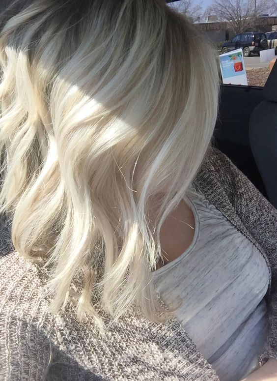 Angled lob. Ash blonde with natural lowlights