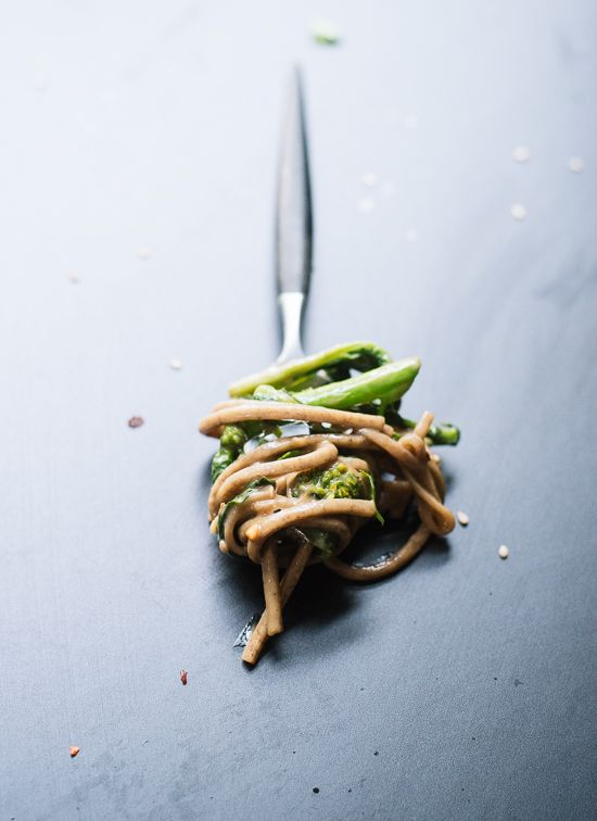 Peanut soba noodles with broccoli rabe - cookieandkate.com