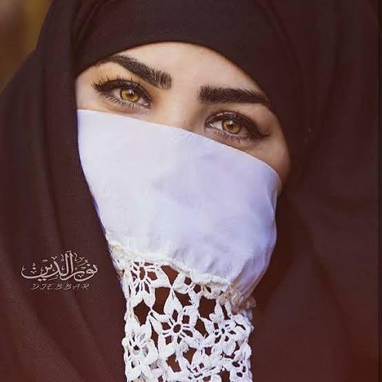 On Instagram الملاية هذا الرداء الأسود المرفوق بما يعرف بالعجار أبيض ا Traditional Outfits Algerian Clothing Style