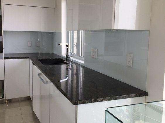 Dosseret en verre blanc l 39 univers du verre cuisine pinterest qu bec - Cuisine en verre blanc ...