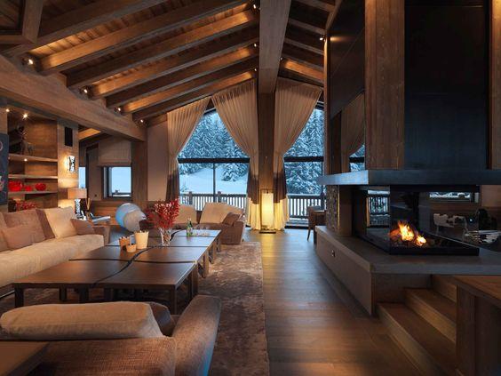 Foyer / Fenestration / Structure de bois / Plafond cathédral