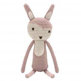 <p><em>Art no: 3038</em></p><p>Gehäkelter Teddybär aus 100% Baumwolle. Füllung aus Polyester. Perfekt für lange Fahrten oder als Dekoration für das frisch gemachte Bett.</p><p><b>Material</b><br />100% Baumwolle mit Polyesterfüllung</p><p><b>Messungen</b><br />L34cm</p>