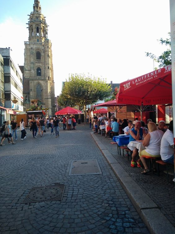 Los alemanes si que se lo montan bien! Y que no suene obsceno... Es que estuvimos en la fiesta del vino de Heilbronn, una ciudad ...