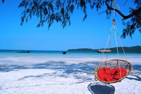 Koh Rong Samloem là một hòn đảo nhỏ hơn