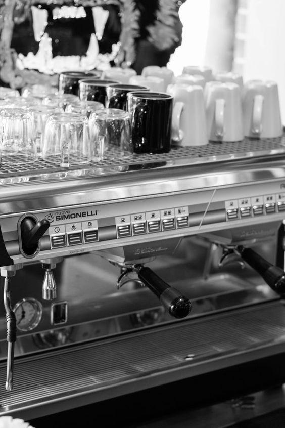 *Cup Warmer: Appia được tích hợp khay hâm nóng bằng thép không rỉ, sử dụng nhiệt độ cung cấp trực tiếp từ nồi hơi, giữ cho ly tách luôn ấm nóng, cho tách cà phê hoàn hảo. *Automatic Dosing (Định lượng tự động): Với chỉ một nút nhấn, bạn không cần phải lo lắng thời gian dừng hay bắt đầu pha chế. Các nút nhấn của Appia đã được lập trình tự động để chiết xuất đúng lượng cà phê bạn cần.