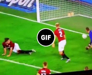 E derrepente a bola foi para Gol.