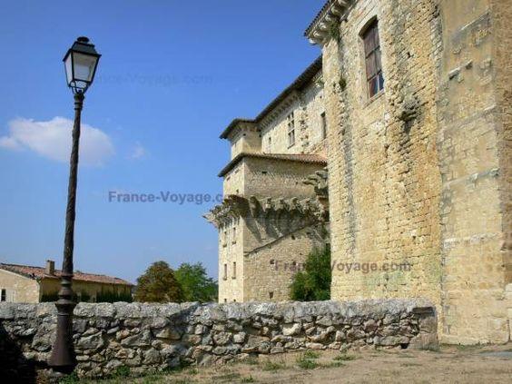 Lavardens:+Château+de+Lavardens+et+lampadaire - France-Voyage.com