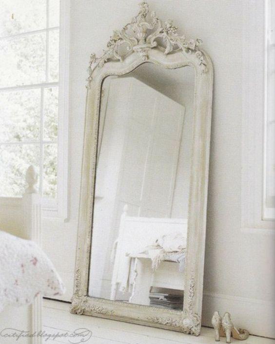 Grand miroir la classique perdue qui fait vivre l 39 espace for Miroir qui s ouvre