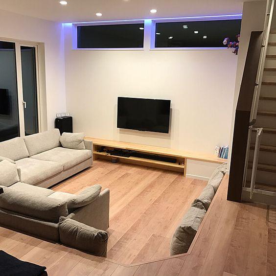家族の、部屋全体/ピットリビング/床/マイホーム/壁紙/新築についてのインテリア実例。 「ピットリビングにしま...」 (2017-10-24 22:33:28に共有されました)