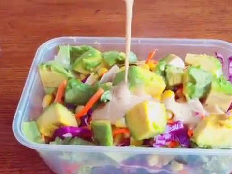 Resep Avocado Salad Dengan Tahini Toum Sauce Oleh Ratna Resep Resep Makanan Salad Alpukat Resep