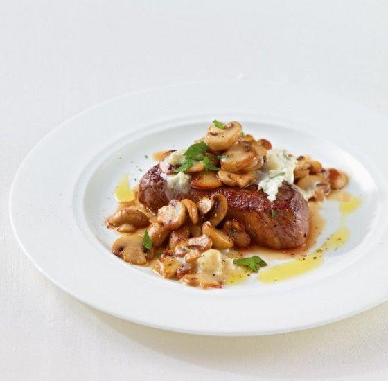 Zum saftigen Steak passen Champignons und Gorgonzola wie die Faust aufs Auge!