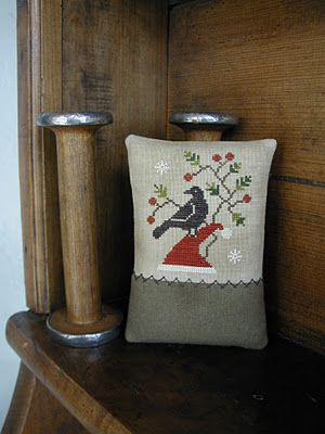 Cross Stitch - Kringle's Crow Pinkeep: Threadwork Primitives, Crossstitch Christmas, Christmas Cross Stitches, Door Threadworkprimitives, Cross Stitch Patterns, Primitives Nan, Crossstitch Patterns, Christmas Ornament, Pattern Threadworkprimitives