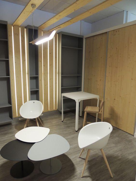 Le Refuge : un abri pour imaginer librement!  Création d'un espace de 20m² dans un Open space d'une entreprise locale, pour s'évader temporairement et favoriser la créativité des employés.  Projet réalisé par A2 ARCHI.