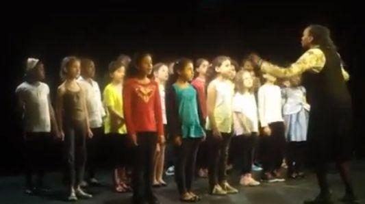 """3000 élèves des écoles parisiennes des 19e et 20e arrondissements ont participé à des Rencontres chorales. Les vidéos réalisées sont accessibles sur l'espace vidéo officiel du ministère de l'éducation nationale """"Faites de la musique à l'école"""".  #musique #academie #paris #ecole"""