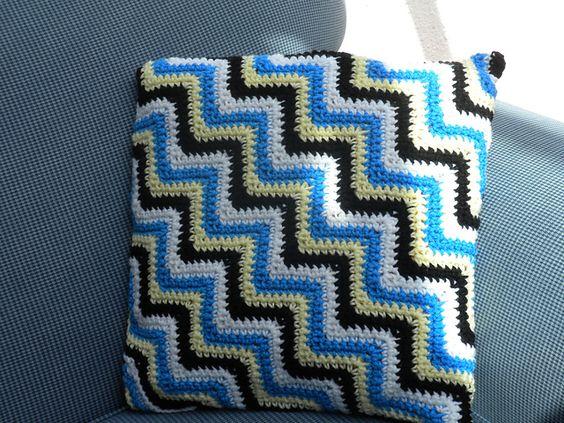Easy Knit Zig Zag Pattern : Ravelry crochet zig zag pillow pattern by loops threads