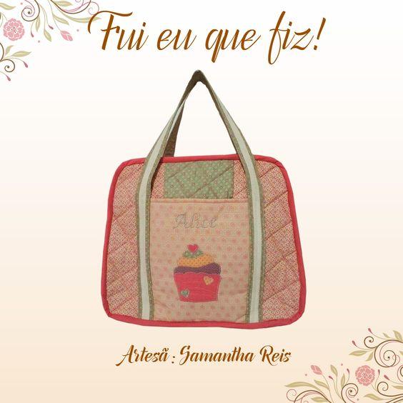 Bolsa maternidade bem delicadinha feita pela artesã Samantha Reis com os tecidos da coleção Flor de Lis.