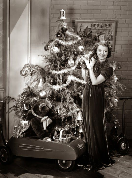 VINTAGE BLOG: Janet Gaynor decorates the Christmas Tree