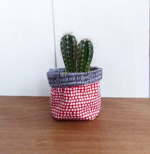 mini cache pot tissu no l 8 cm pour mini plante mini cactus tissus g om trique rouge et gris. Black Bedroom Furniture Sets. Home Design Ideas