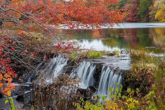 These 10 Hidden Waterfalls In Rhode Island Will Take Your Breath Away