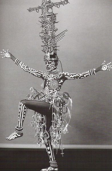 velvetoverground:  Grace Jones painted by Keith Haring, photograph by Robert Mapplethorpe.