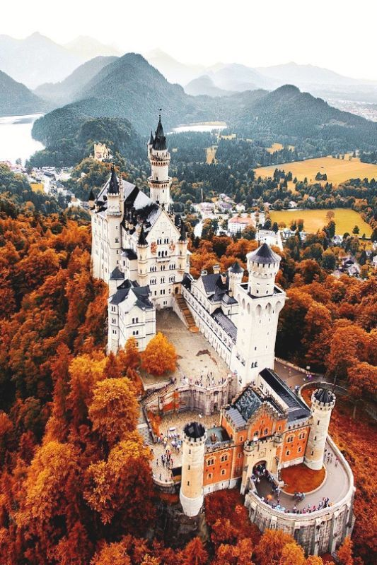 Neuschwanstein Castle in the fall | Autumn in Germany