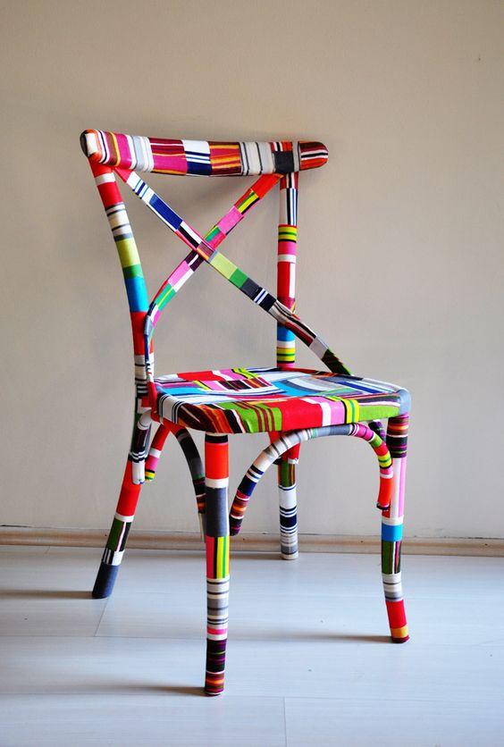 Olha que chic. Ré-estilizar aquela cadeira velha com cores bem descontraídas e…