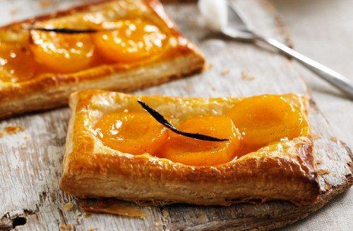 طريقة عمل تارت المشمش بعجينة البف باستري Recipe Food Desserts Camembert Cheese