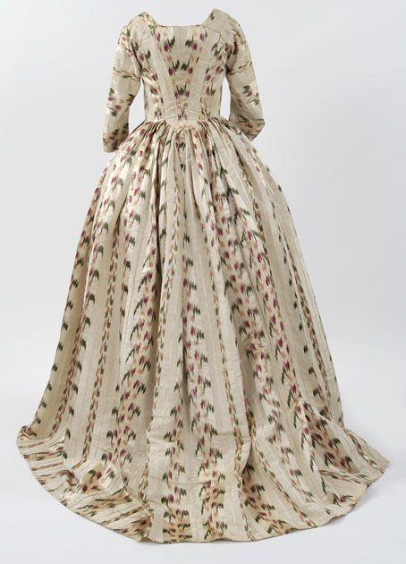 Silk chiné robe a l'Anglaise (back view) with pattern printed onto the warp threads before weaving, 1770–75  © CSG CIC