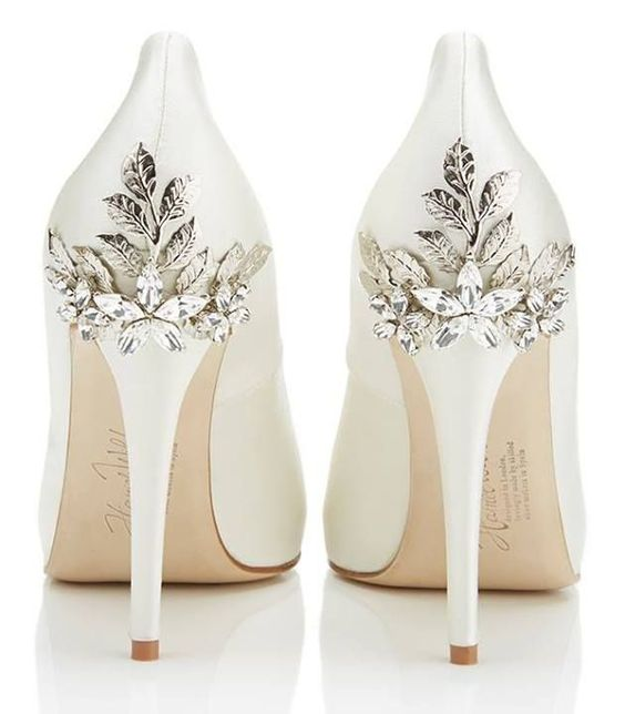 Breathtaking shoes with Swarovski crystal detailing. #wedding shoes