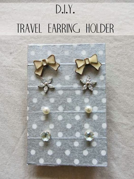 DIY travel earring holder: Diy Earring Holder, Crafts Diy Projects, Diy Inspiration, Diy Crafts, Diy Gifts Crafts, Diy Travel, Travel Crafts, Diy Earrings