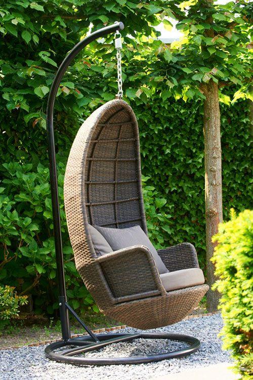 Schommelstoel of schommelbank op balkon : Interieur inrichting - tuin ...