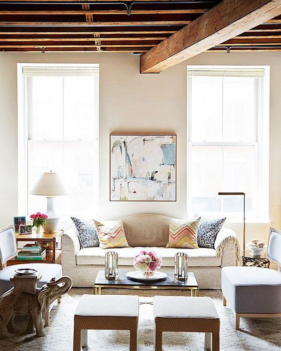 Ceci est l'un de mes tout-temps favori astuces petit espace: un canapé avec un coussin de siège unique va toujours chercher plus qu'elle ne l'est.  Encore mieux, il est plus confortable pour dormir, si vous avez ...