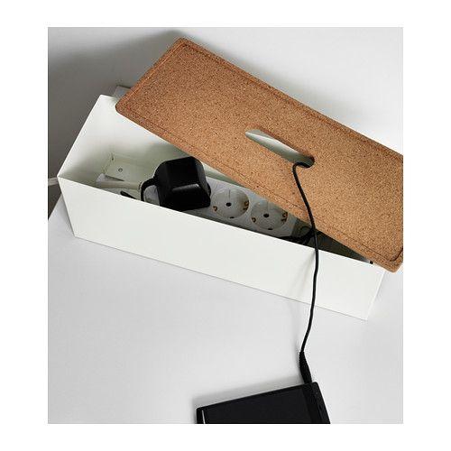 KVISSLE Boîte pour câbles IKEA Rechargez vos appareils et dissimulez les chargeurs et le cordon à rallonge sous le couvercle de la boîte à câbles.