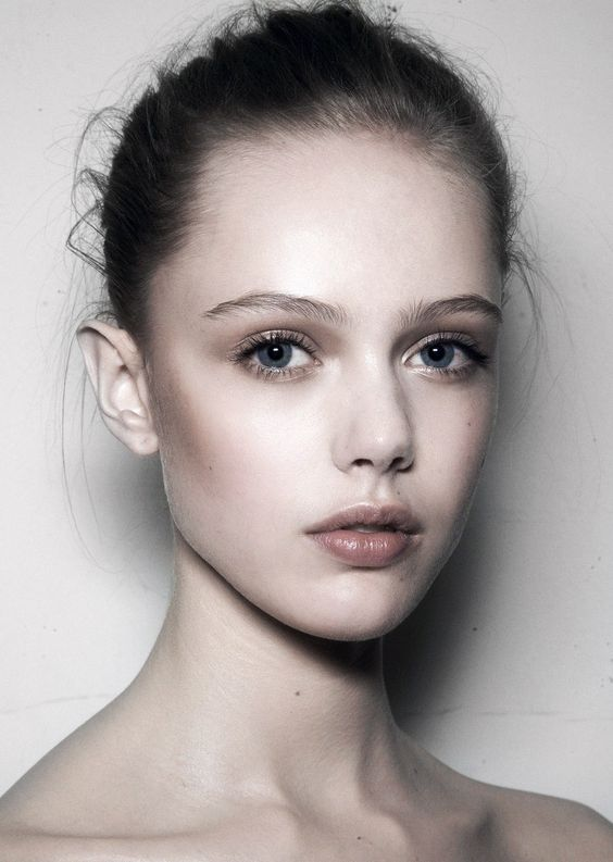 Frida Gustavsson plays dewy elf backstage at Valentino F/W 2009
